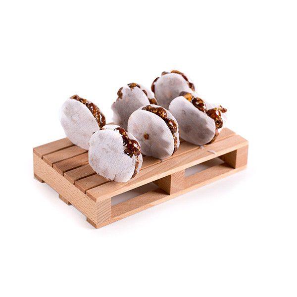 Mini Tortas de Turrón Artesano Palmira de Guirlache Expuestas en un Palé